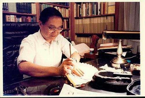 《明报》悼念创办人金庸:香港新闻业、华文文学界一大损失