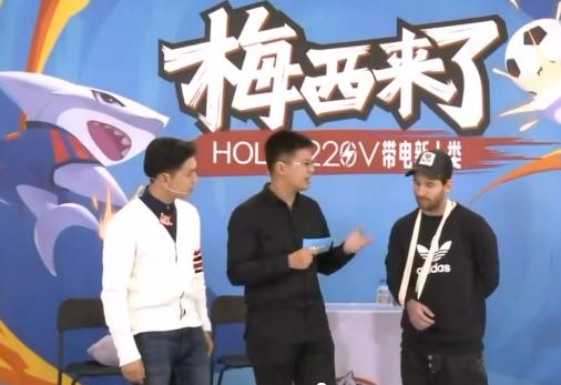 梅西上中国节目 却让右手骨折的他写毛笔字 这...