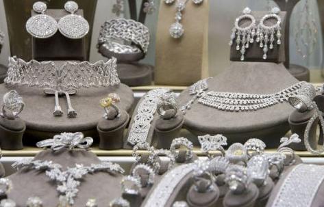 老凤祥净利近十亿 淡季下黄金珠宝品类增速上升