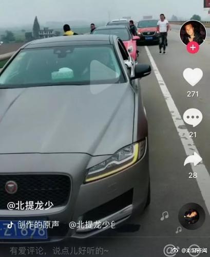 多辆轿车桥上排队违停拍抖音 湖南交警:正组织调查