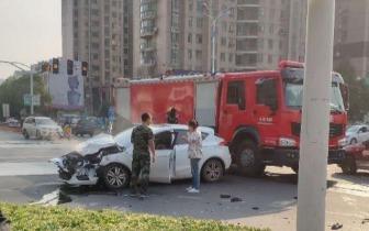 闯红灯的消防车与私家车相撞 最终处理结果出来了