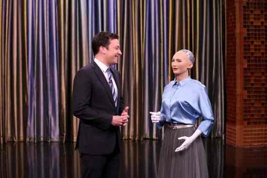 备受争议的索菲娅机器人 它的缔造者出来回应diss了