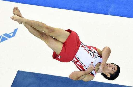 日体操名将责怪中国器械太硬:冒着生命危险比赛