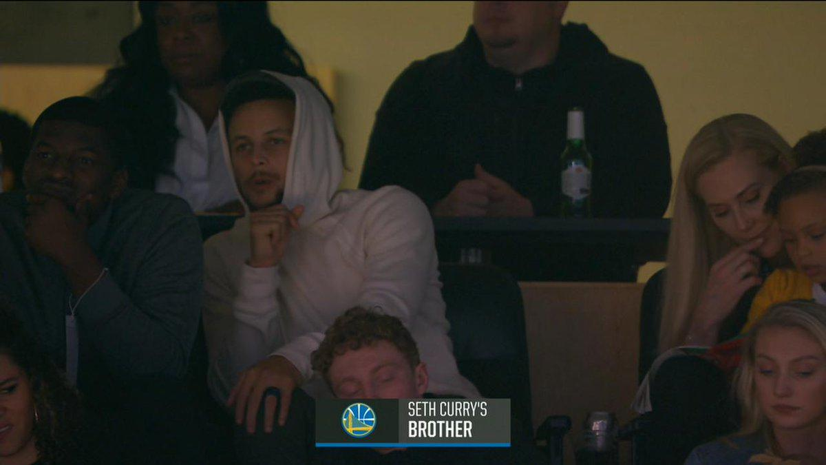 Curry專機飛到波特蘭支持弟弟  上鏡頭導播方調皮連名字都不給寫,只給了一個Seth哥哥的名號(影)