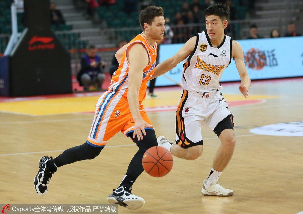 上海101-88客场轻取山西 亚当斯34分吉默22+8+6