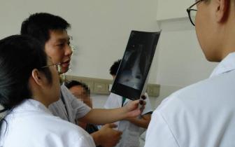 """41岁男子""""因祸得福"""",车祸进医院查出重度肾积水"""