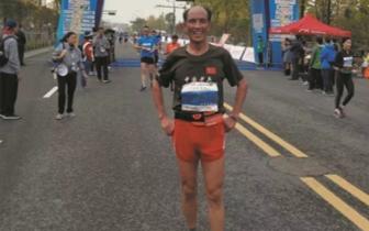 服! 70岁的陈和平1小时40分跑完半程马拉松