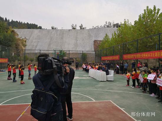 2018年全国青少年体育冬令营河北邢台站暨速度轮滑公开赛开营仪式
