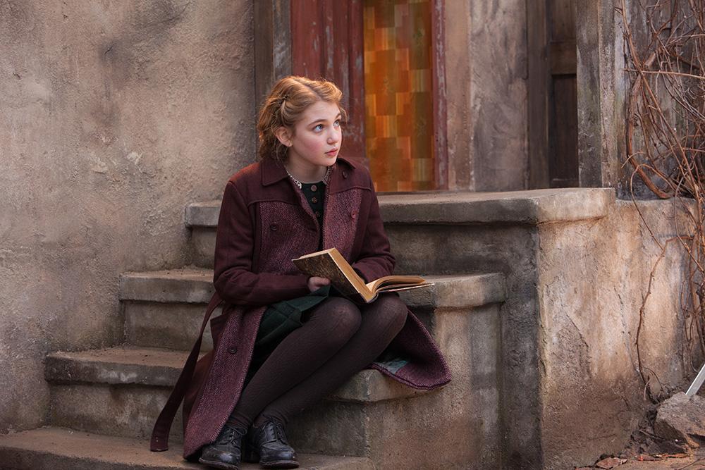 """[赠书]那个9岁女孩靠""""偷书""""撬开了一个美丽新世界"""