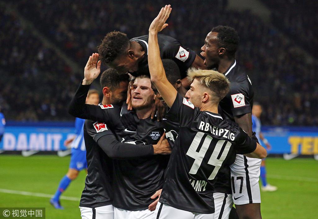 莱比锡队长维尔纳与队友庆祝进球,开心到变形!