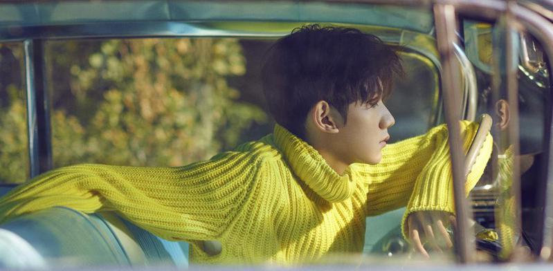 王源新歌《一样》首发 亲自填词书写宣言