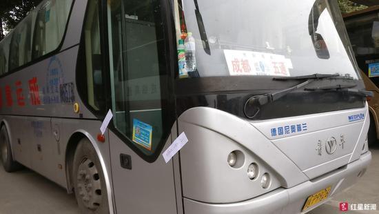 大巴司机边开车边看剧持续40分钟乘客:第二次遇到