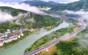 秦春成主持会议 重点研究城步至龙胜高速公路建设