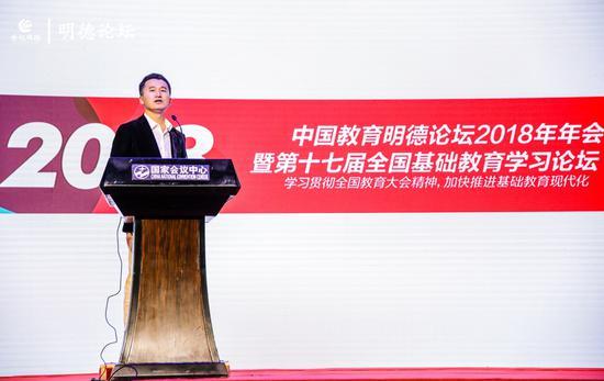 中国教育明德论坛执行主席、世纪明德联合创始人黎明主持论坛