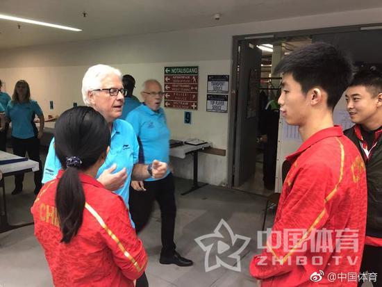 国乒小将心态大崩拒与主裁握手 王皓领其上门道歉