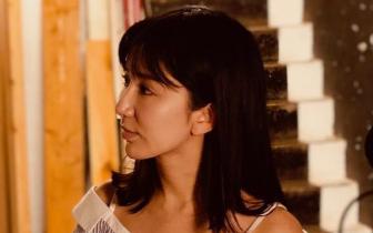 娄艺潇探访音乐剧《国王与我》 实力教学东北话
