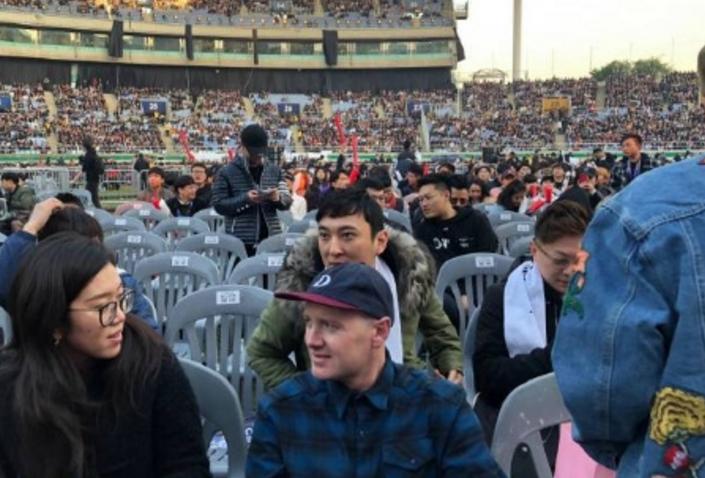 王思聪庆祝IG夺冠掷百万办抽奖 两小时转发破千万