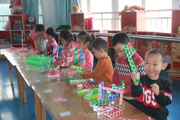 韩城镇中心幼儿园第二分园玩转魔尺 炫出精彩