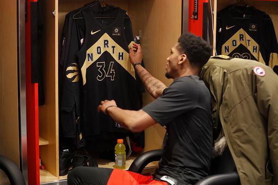 勇士28号你认识吗?他2年前惨得自掏175元打发展联盟,现已成NBA三分最准之人