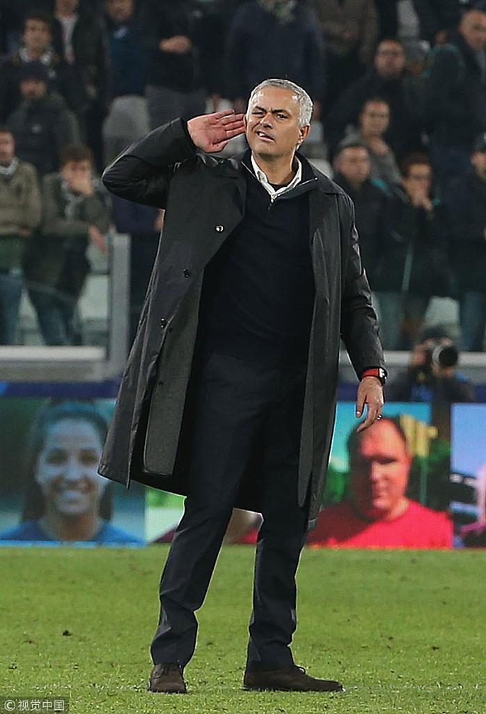 冷笑、踱步、伸手挑衅…当你在主场输给穆里尼奥,请做好被肆意嘲讽的准备