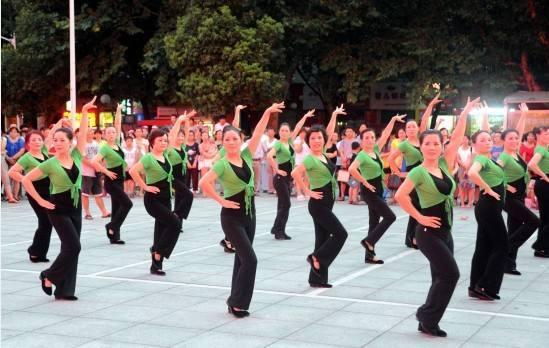 今日之声:女性50岁就退休跳广场舞是资源浪费!