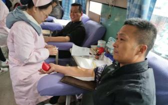 天鹅镇:20余名干部群众无偿献血 奉献爱心