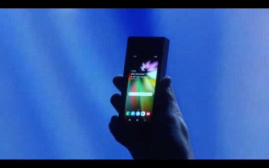 三星推可折叠手机:屏幕展开7.3英寸 上市时间未知