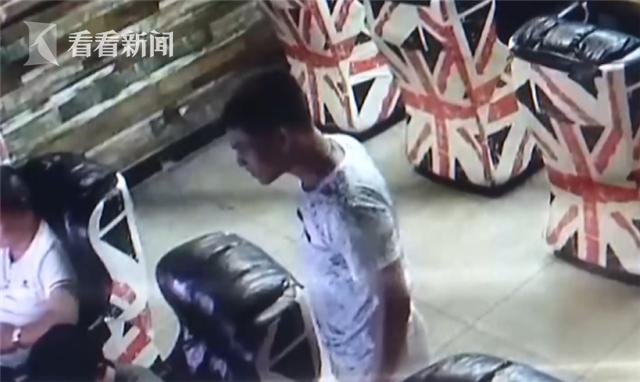 网络主播偷粉丝手机还勒索钱财 被警察用这招抓获