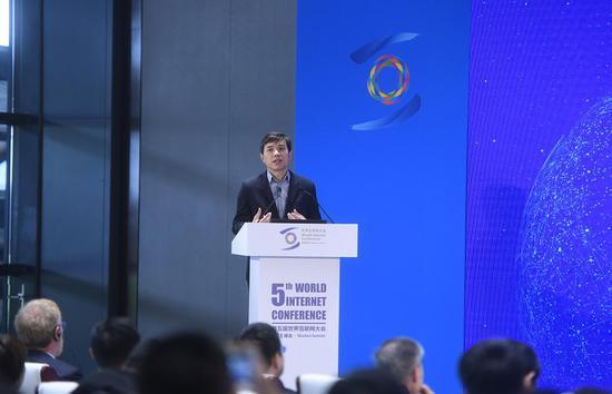 李彦宏又谈百度挖掘机技术 还说中国AI进入高峰期