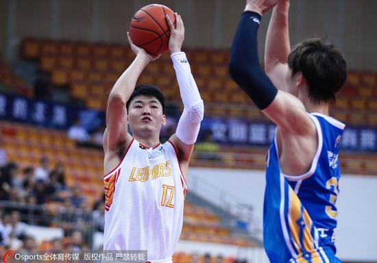 顾全三分5中4砍26分创赛季新高 深圳大狙回来了