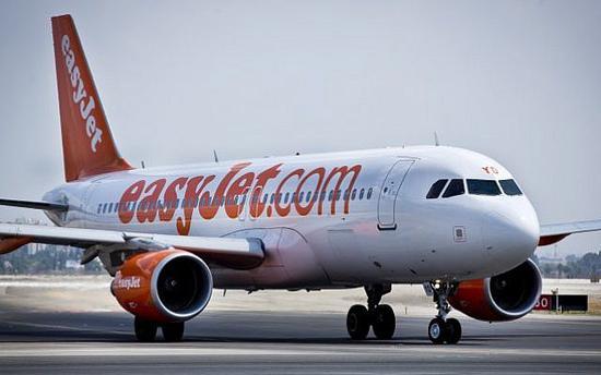 易捷航空A320客机险些与一架公务机相撞
