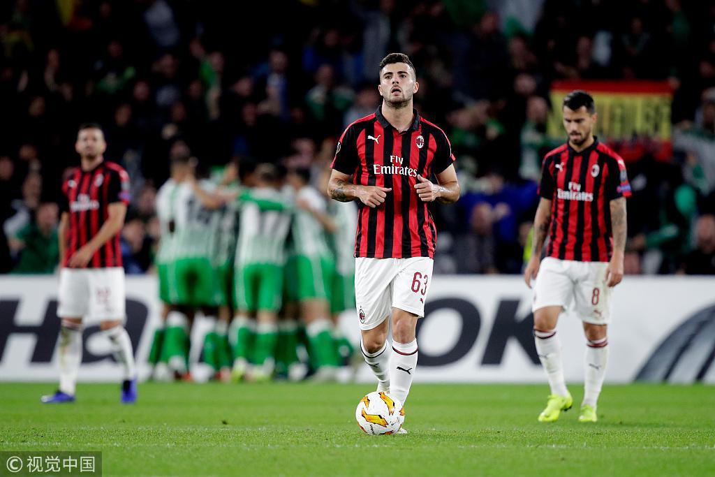 欧联-苏索任意球破门铁卫伤退 米兰1-1贝蒂斯