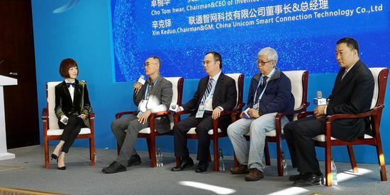 陈鲁豫现身乌镇互联网大会 与大咖谈智慧城市建设