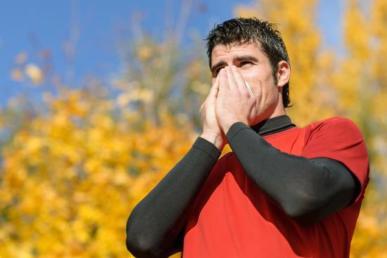 """感冒后还继续跑步吗? 可遵循""""颈部规则"""""""