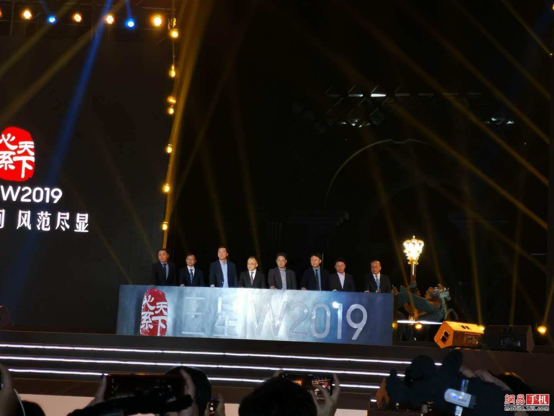 心系天下系列新品 更智能的三星W2019正式发布