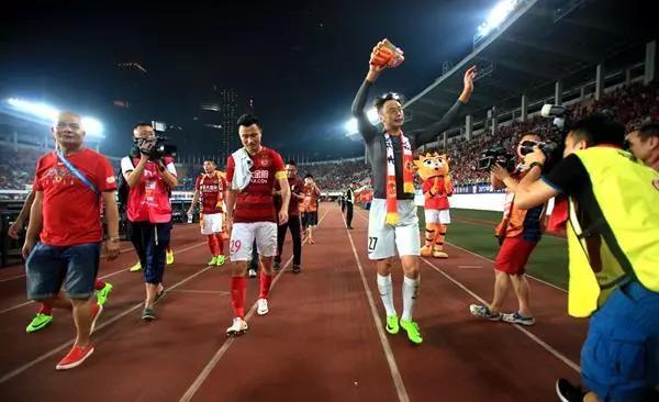 恒大死忠:让卡帅滚蛋的是冠军球迷 郑智初到广州很不尊重球迷