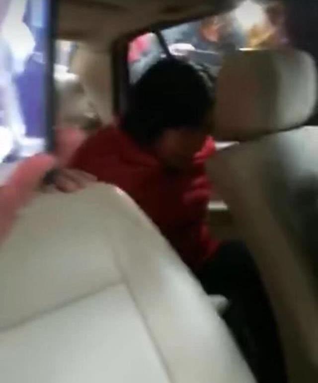 重庆女子当街抢小孩?警方:认错成孙女的朋友