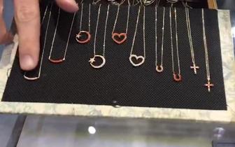 进博会上看稀奇:这些珠宝是用珍贵珊瑚做成的