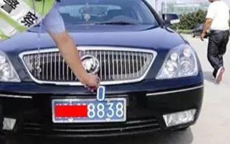 萍乡一男子开套牌车上路 套的是自己以前的牌