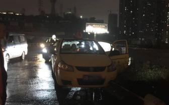 九龙坡:出租车驾驶员饮早酒 天旋地转撞护栏伤乘客