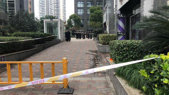 杭州持刀砍人事件致两人受伤 警方:嫌犯有精神病史