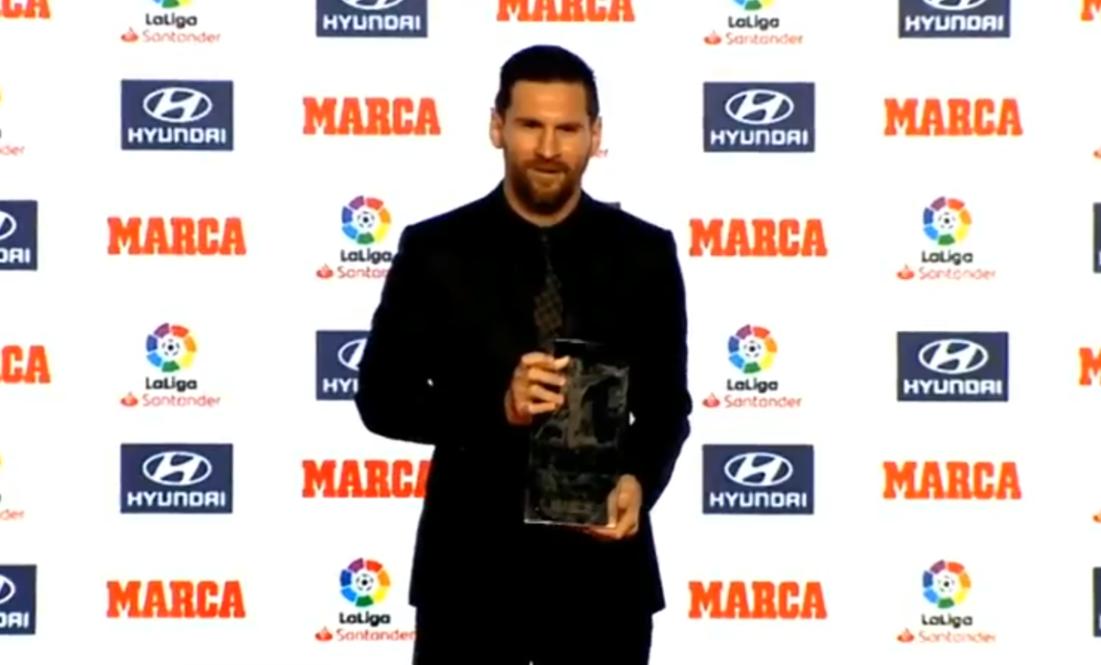 西甲官方:梅西正式领取上赛季西甲金靴+最佳球员奖