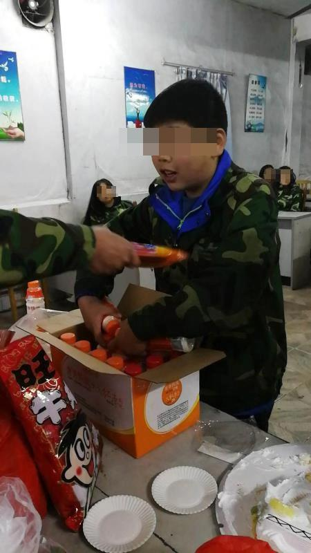男孩被送培训机构军事夏令营后猝死 曾被关发泄室