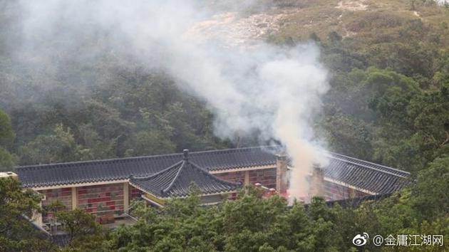 金庸遗体在香港宝莲寺火化 骨灰安放于会灵塔内
