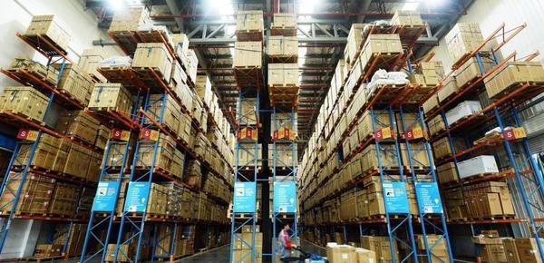 """杭州搭建10余米货架应对""""双十一""""快递高峰"""