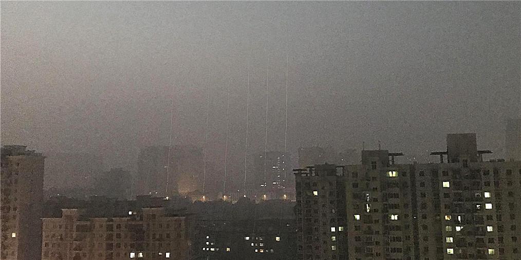 大雾变本加厉由黄到橙 雾霾却在减轻