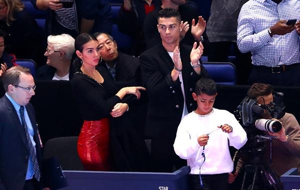 C罗与女友和儿子观战德约