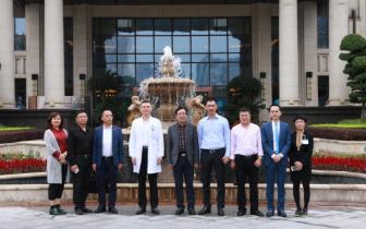 渝北区副区长马成全一行莅临安琪儿妇产医院调研指导