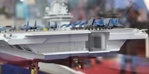 俄欲造4万吨级航母 新舰载机亮相