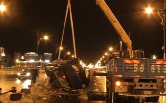 牡丹江大桥北桥头发生出租车侧翻交通事故